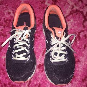Size 9.5 tennis shoes